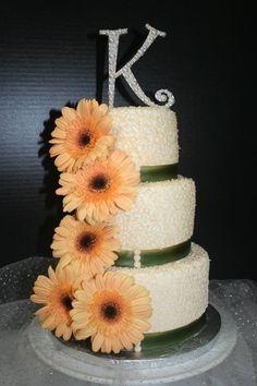 A gerber daisy cake