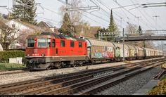 High quality photograph of SBB Re 430 (Re III) # 430 350 at Winterthur, Switzerland. Winterthur, Location Map, Photo Location, Swiss Railways, Roof Installation, Electric Locomotive, Switzerland, Train, Image
