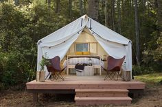 Who wants to sleep in the dirt & look at the stars when you can sleep in a bed (& look at the stars)? Here are 10 Northern California…