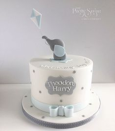 Grey and blue spot elephant with kite christening cake - Doğum günü Elephant Baby Shower Cake, Elephant Cakes, Baby Shower Cakes For Boys, Baby Boy Cakes, Baby Boy Christening Cake, Boys First Birthday Cake, Baby Birthday Cakes, Elephant First Birthday, Gateau Baby Shower Garcon