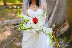 Oh, its a beautiful bouquet of white flowers! Photo by. Retina Charmer Wedding Photography Atelier, Gurgaon #weddingnet #wedding #india #indian #indianwedding #weddingdresses #ceremony #realwedding #weddingoutfits #outfits #bride #groom #photoshoot #photoset #hindu #photographer #photography #inspiration #gorgeous #fabulous #beautiful #magnificient #love #europeanwedding #сristianwedding