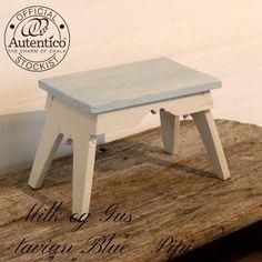 Miniskammel i råhvid og Gustavian Blue Autentico kalkmaling