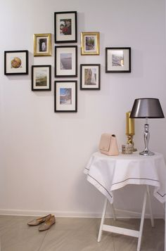 Black and gold photo gallery wall Source: http://grandandcentral.com/zdjecia-na-scianie-aranzacje