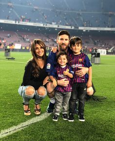 Lionel Messi with his family. Lionel Messi with . Lional Messi, Messi Gif, Messi Soccer, Neymar, Nike Soccer, Soccer Cleats, Fc Barcelona, Barcelona Football, Lionel Messi Family