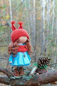 I love the little outfit! Pretty Dolls, Soft Dolls, Needle Felting, Doll Clothes, Diy And Crafts, Creations, Christmas Ornaments, Outfit, Pattern