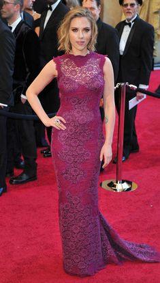 Oscars 2011, Scarlett Johanson. #Oscars #Dresses