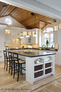 Love the size of this eat-at island.  This is a wonderful site for decorating/home remodel project ideas