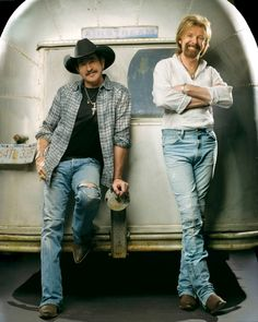 Brooks and Dunn https://play.google.com/store/music/artist?id=Aoxq3iz645k55co23w4khahhmxyfeature=search_result