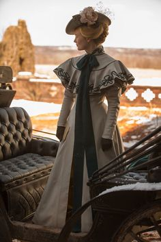 "Mia Wasikowska as Edith Cushing in "" Crimson Peak "" ( 2015 ) Costume Designer: Kate Hawley Edwardian Era, Edwardian Fashion, Victorian Era, Vintage Fashion, Victorian Costume, Period Costumes, Movie Costumes, Historical Costume, Historical Clothing"