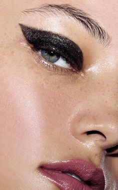 Le Fashion Blog Holiday Party Makeup Look Beauty Trend Bold Eyebrows Black Glossy Shimmering Cat Eye Pink Lip Gloss Via Estee Lauder