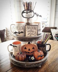 Try these exciting Halloween home decor ideas to bring in the creepy & spooky effect in your home for Halloween. These are all DIY Halloween Decor ideas. Spooky Halloween, Halloween Home Decor, Holidays Halloween, Halloween Treats, Happy Halloween, Halloween Cupcakes, Vintage Halloween, Halloween Party, Farmhouse Halloween