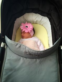 Thanks so much to Lauren Barton for sharing this adorable photo of baby Willow out and about in her Peach Black Jack with us!