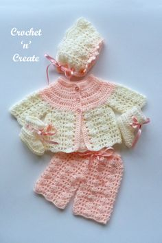 Sweet premature baby outfit, crochet this free baby crochet pattern for special care baby units or it will fit a 16 inch in length doll. Go to crochetncreate to get the pattern. #crochet #babycrochetpattern #dollscrochet #freecrochetpatterns #freebabycrochetpattern Crochet Baby Bloomers, Crochet Baby Cardigan Free Pattern, Easy Baby Knitting Patterns, Preemie Crochet, Baby Afghan Crochet Patterns, Crochet Patron, Baby Sweater Patterns, Newborn Crochet, Crochet Squares