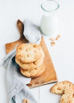 Ik maakte zelf pindakoeken. Supermakkelijk, lekker en heel eenvoudig om te maken. Uit dit recept haal je 12 koeken. Zo lekker!