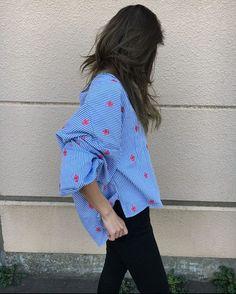 ・ ・ zaraで可愛い刺繍ストライプシャツ見つけた ・ ・ バルーンスリーブが ・ ・ お目当てのものは似合わなくて断念 ・ ・ #シャツコーデ #シャツ #ストライプ #ストライプシャツ #刺繍 #刺繍ブラウス #スキニー#シンプル #大人カジュアル #zara #ponte_fashion #ootd #outfit #ファッション #今日のコーデ #ロカリ #ザラ #ママコーデ #シンプルコーデ #ママ #春 #fashion #code #ファッション #今日の服 #バルーンスリーブ