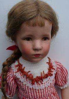Konvolut: Käthe Kruse Unterrock,Schürze + Puppenkette echte Korallen in Antiquitäten & Kunst, Antikspielzeug, Puppen & Zubehör | eBay!