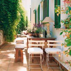 Verano… ¡y tu terraza con estos pelos! 5 consejos para ponerla a punto ya