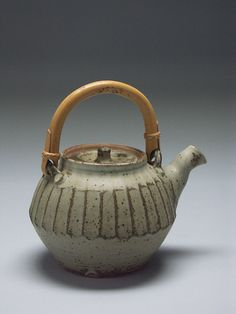 Warren Mackenzie by American Museum of Ceramic Art Pottery Teapots, Ceramic Teapots, Ceramic Pottery, Pottery Art, Pottery Studio, Warren Mackenzie, Ceramic Glaze Recipes, Cafetiere, Wheel Thrown Pottery