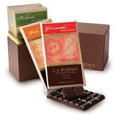 Surtido de barras de chocolate de diferentes plantaciones.