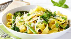 Our heavenly Pasta Primavera recipe is easy to make and is a real family pleaser. A great opportunity to use lots of vegetables in this dish too! Pasta Primavera, My Cookbook, Pasta Salad, Love Food, Yummy Food, Delicious Meals, Meal Planning, Vegetarian Recipes, Dinner Recipes