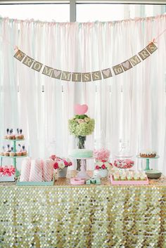 Con mucho destello, para una despedida / For a sparkly bridal shower