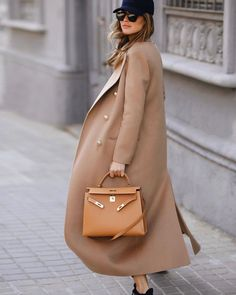 One of my favorite coats this season wearing cashmere coat 80s Fashion, Look Fashion, Vintage Fashion, Fashion Tips, Korean Fashion, Fashion Trends, Zapatos Animal Print, Working Girl, Hermes Kelly Bag