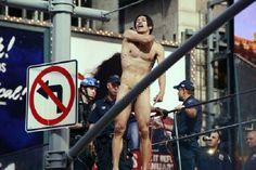 Hombre desnudo le gritaba a Donald Trump