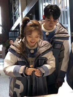 i ship itttt💕💕💕💕 Ulzzang Couple, Ulzzang Girl, Pop Group, Girl Group, Cute Food Drawings, Kpop Couples, Lucas Nct, Soyeon, Korean Music