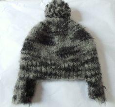 Gorro Cobre Orelha com Pompom. De lã.