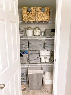 Apartment Closet Organization, Wardrobe Organisation, Closet Storage, Organization Hacks, Bathroom Organization, Bathroom Ideas, Pantry Closet, Organizing Tips, Organising