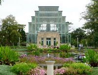 The Jewel Box is gorgeous.  It's only $1 to go inside and take a look.  It's definitely worth taking a gander while you're in Forrest Park.