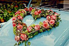 Hochzeit Melanie Walter Salzburg - Schloss Leopoldskron Blumengesteck am Hochzeitsauto