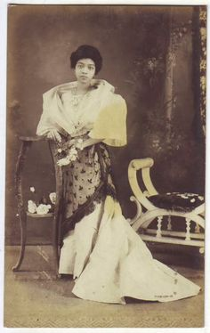 vintage everyday: 24 Charming Photo Postcards of Philippine Girls in Traditional Dresses from between Philippines Dress, Philippines Fashion, Philippines Culture, Philippines People, Philippine Women, Philippine Art, Filipino Fashion, Filipino Culture, Historical Pictures