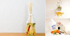 La próxima vez que cocines, guarda los restos de las hierbas aromáticas y las cáscaras de limones, naranjas, pomelos o limas. Podrás usarlos para preparar un refrescante difusor aromático para tu hogar. Para contener la fragancia, puedes reutilizar cualquier frasco de vidrio. Así, sólo deberás comprar los pinchos de madera, de manera tal que podrás perfumar tu casa a un costo mínimo.