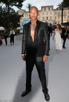 Get deadly hot like mugshot model Jeremy Meeks in his skull loafers #DailyMail