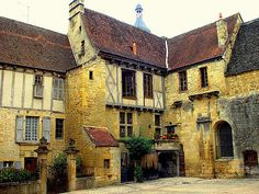 Sarlat  - Frankreich - Middle age - Le Moyen-Âge - Medioevo - france   History Sarlat is a medieval town that developed around a large Benedictine abbeyofCarolingian origin. The medieval Sarlat Cathedral is dedicated to Saint Sacerdos. Portable still at Sarlat   Because modern history has largely passed it by, Sarlat has remained preserved and one of the towns most representative of 14th century France. It owes its current status on France's Tentative List for futur...
