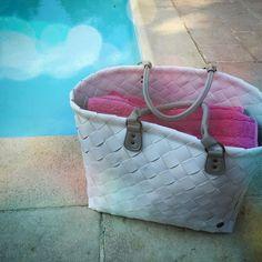 Bei uns stellt sich heute nur die Frage: Pool oder Strand. ☀️ Beides auf jeden Fall nicht ohne meinen Weekender- da passen wirklich Badesachen für uns alle 5 rein!