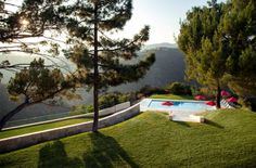 Californian House Encased in Beautiful Travertine Stone