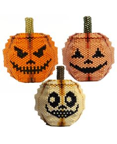 julia s. pretl - patterns Box Patterns, Hama Beads Patterns, Peyote Patterns, Beading Patterns, Halloween Beads, Halloween Jewelry, Seed Bead Projects, 3d Perler Bead, Beaded Banners