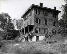 Bronx, NY: Great 1935 photo of an old house located in Spuyten Duyvil.