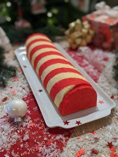 La recette de ma bûche de Noël : biscuit cuillère rayé, mousse framboise, insert fruit de la passion et biscuit citron Mousse Fruit, Birthday Candles, Biscuits, Cake, Food, Diy, Strawberry Mousse, Crack Crackers, Cookies