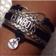 Dallas Cowboys Great bracelet to wear on game day or while tailgating. This bracelet measures about 7 inches plus it has a chain extender and lobster clasp on the back. New in package. Jewelry Bracelets