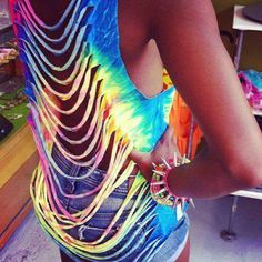 I'm definitely making this DIY shirt this summer. dont usually like the cut up shirts but with the tie dye, its awesome Zerschnittene Shirts, Cut Up Shirts, Tie Dye Shirts, T Shirt Yarn, Party Shirts, T Shirt Diy, Tunic Shirt, Diy Cutout Shirt, Zumba Shirts