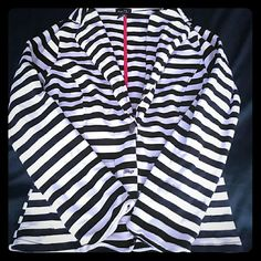 *LOWEST* Rue21 black striped blazer Missing a button but could be sewn back on Rue 21 Jackets & Coats Blazers