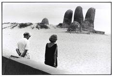 Elliott ERWITT :: Punta del Este, Uruguay, 1990