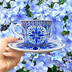 Inspired by the blue and white colours of Greece and fine bone china, and by beautifully patterned tile prints, this handpainted cup would make a lovely addition ti anyones tea cupboard! Painted by @thequirkycupcollective