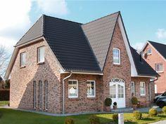 Romantisch und modernes Friesenhaus mit hellem Klinker von ECO System HAUS