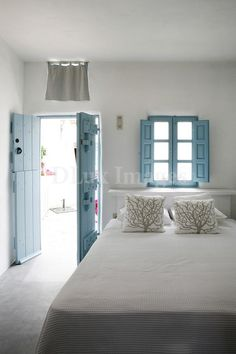 Wonderful Very simple.the blue shutters and doors are so pretty The post Very simple.the blue shutters and doors are so pretty… appeared first on Dol Decor . Beach Cottage Style, Beach House Decor, Style At Home, Blue Shutters, Window Shutters, Coastal Bedrooms, Mediterranean Homes, Mediterranean Bedroom, Nautical Home