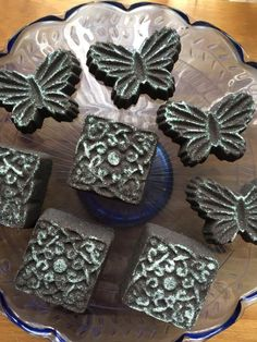 Black Bath Bombs scented with Black Musk.citric,bicarb,coconut milk powder,buttermilk powder,tapioca flour,kaolin clay,cottonseed oil,black mica,fairy dust glitter (no slsa or poly). Eloise Brown