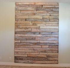 Você pode customizar uma parede de pallets e repaginar o visual de seu cômodo, seja este ambiente uma sala de estar, uma sala de jantar ou uma sala de T